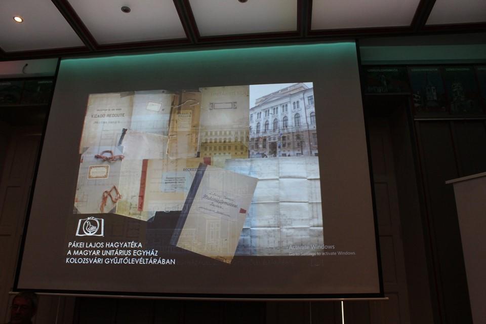 Képes kollázsban foglalta össze a szerző mindazt, ami a könyvben található   Fotó: Horváth László