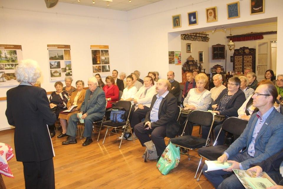 Közönség a Györkös Mányi Albert Emlékházban