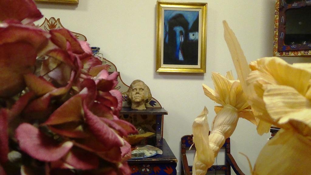 Belső tér a Györkösben. Háttérben Györkös Mányi Albert szobra   Fotó: a szerző felvételee
