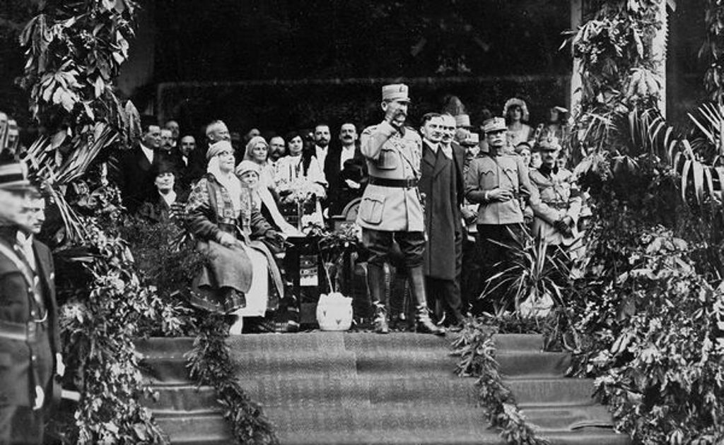 Ferdinánd király és Mária királyné Nagykárolyban 1919 tavaszán | Forrás: ANR