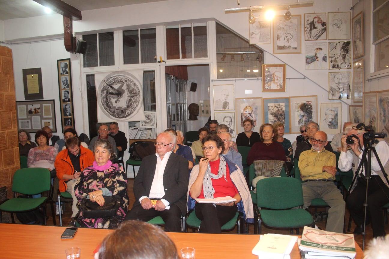A közönség. Az első sorban ft. Jakab Gábor plébános és Bartók Júlia, a Kolozsvár Társaság egyik legaktívabb tagja
