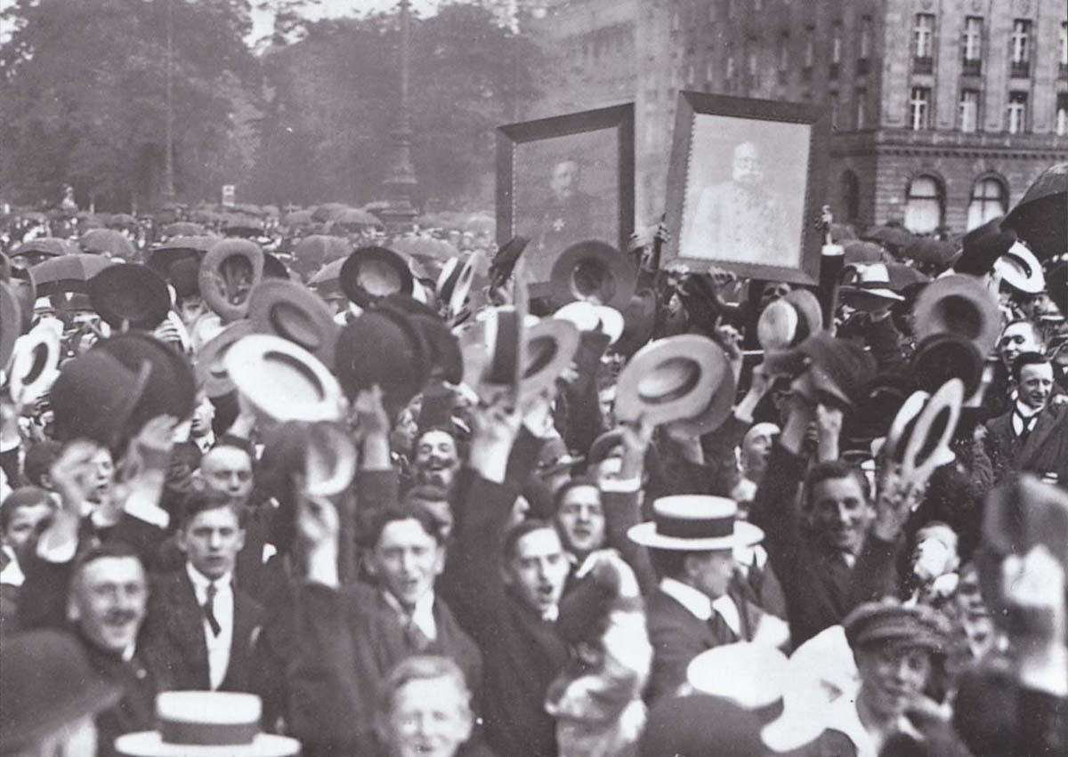 Éljen a háború! Örömünnep Budapesten: a Monarchia elrendelte a részleges mozgosítást.