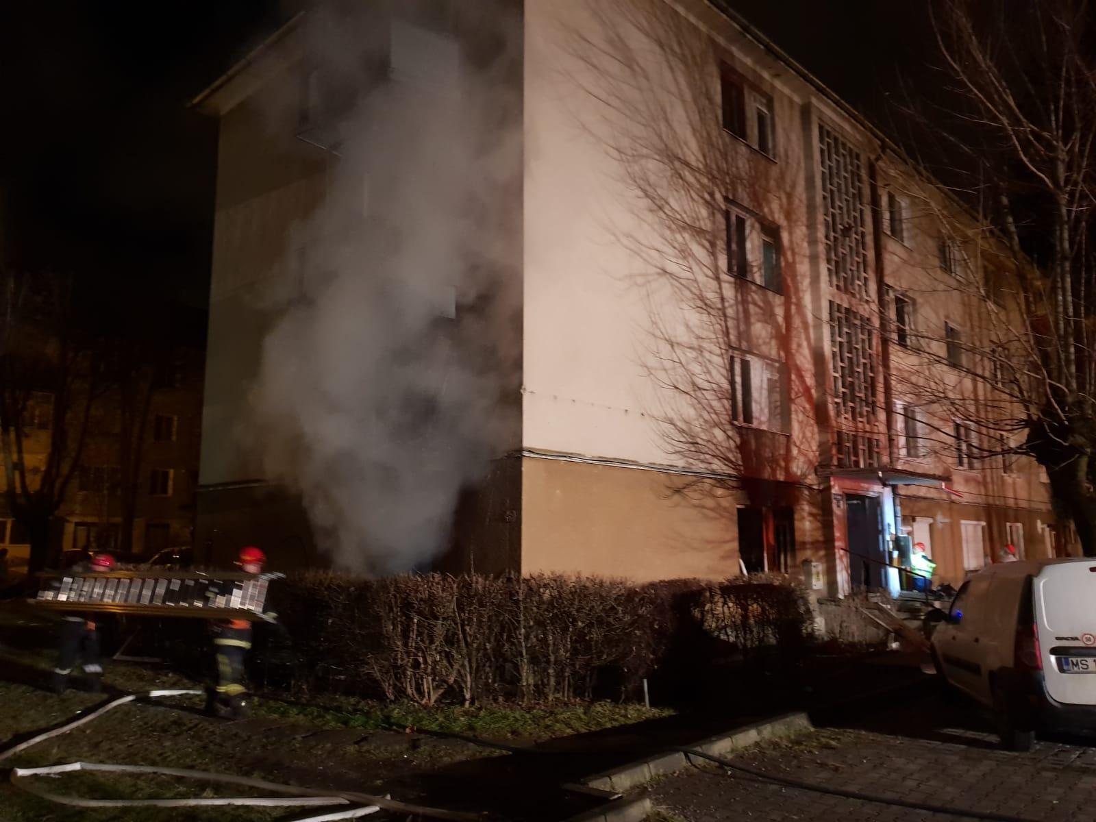 Tűz ütött ki egy marosvásárhelyi tömbházban, gyermekeket is menteni kellett