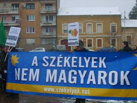 Nem sikerült elégetni a székely zászlót Aradon