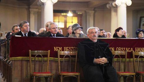 a papok pénzt keresnek