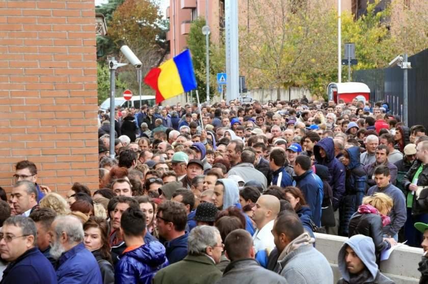 Tíz romániaiból nyolc külföldre menne dolgozni