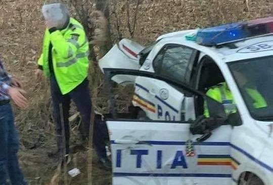 Ezúttal két rendőrt kellett elvigyen a mentő