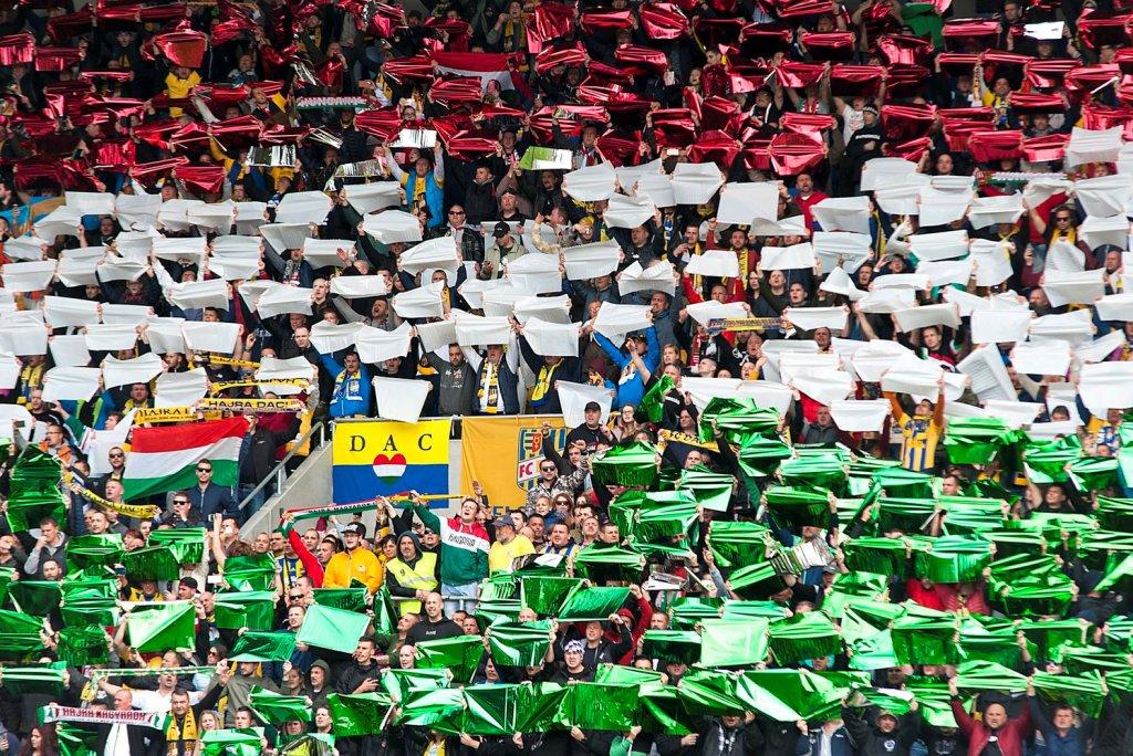 Pozsony ígéri: eltörlik a magyar himnusz éneklésének korlátozását