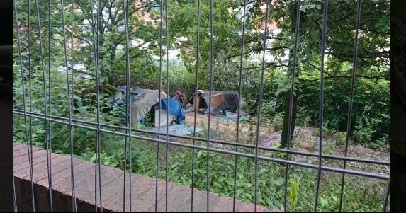Román vendégmunkások sátrát gyújtották fel, egyikük életét vesztette, másik életveszélyben van