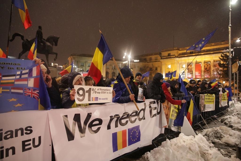 Kormányellenes tüntetés fogadta az EU döntéshozóit Bukarestben