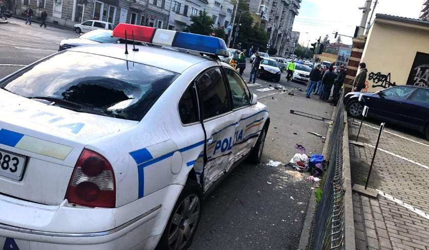 Rendőrautó ütött el a járdán egy nőt Kolozsváron