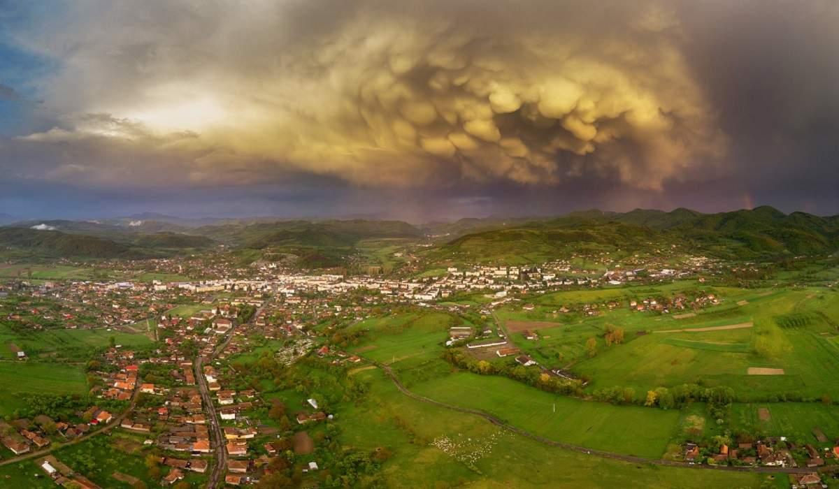 Félelmetes felhő képződött egy erdélyi település felett