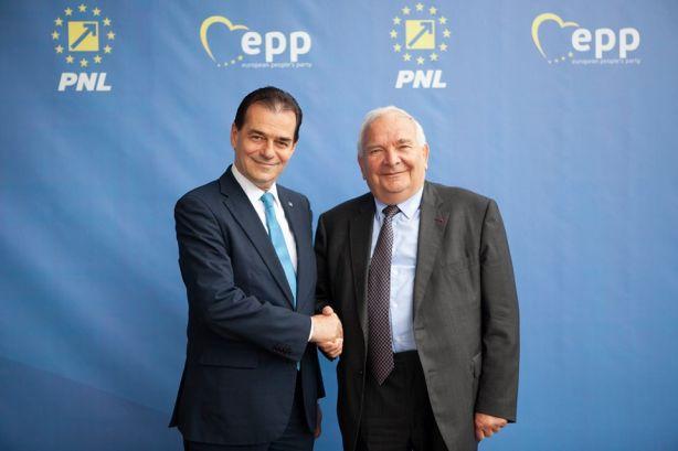 Nem csak Orbán Viktor jött Erdélybe kampányolni, az Európai Néppárt elnöke a román Orbannak segít
