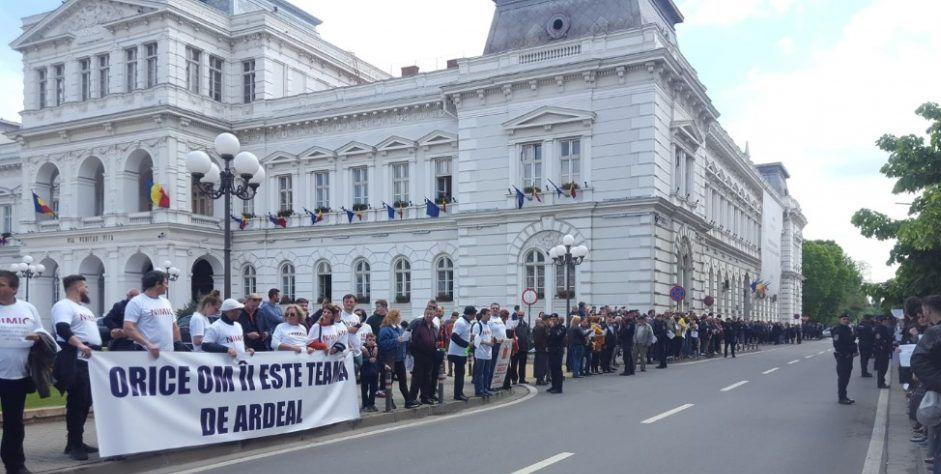 Erdély nevében fenyegetik és kigúnyolják a románok a miniszterelnöküket