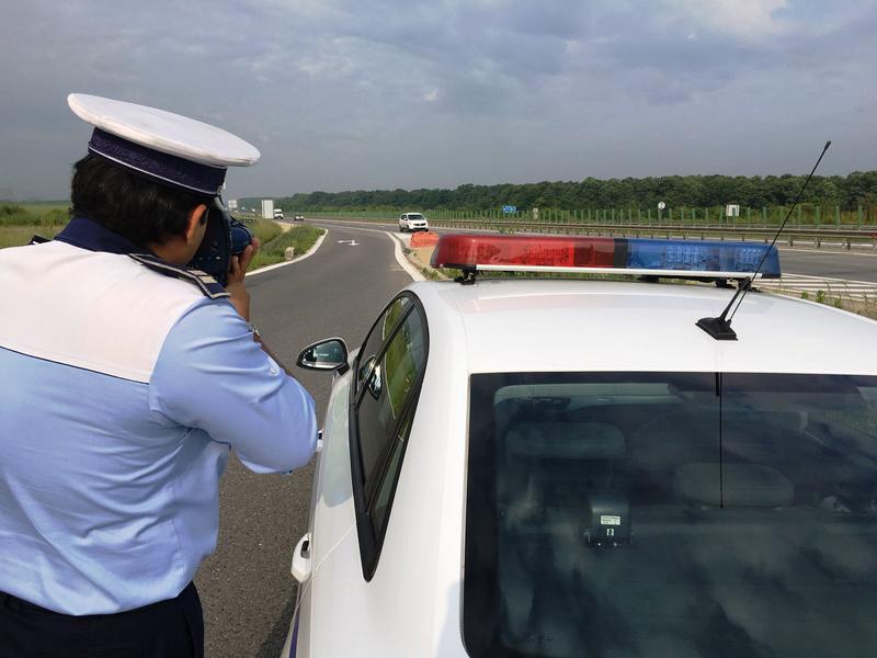 Megnehezíti a rendőröknek a gyorshajtók kiszűrését egy új törvény