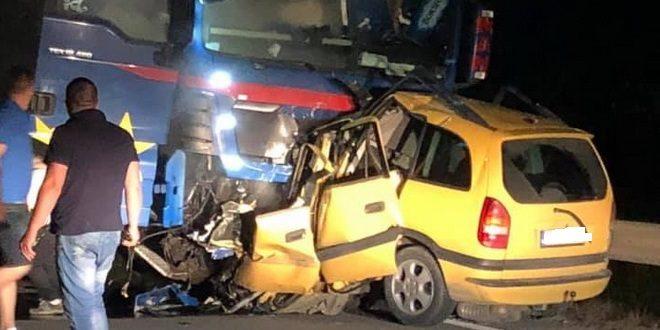 Brutális baleset Maros megyében: az autó fele szétlapult
