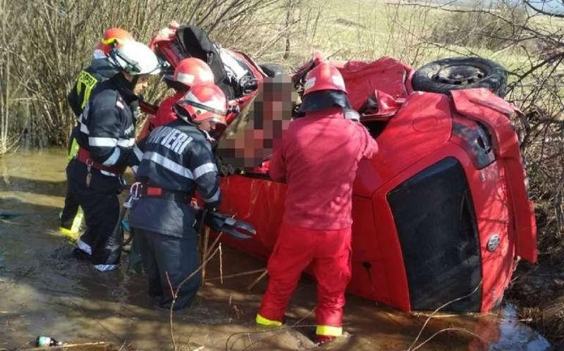 Patakba borult az autó, fiatal utasa meghalt