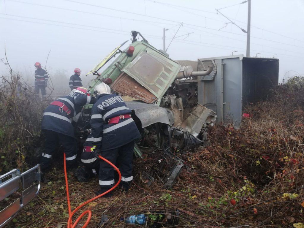 Vonat ütközött kamionnal, a sofőr meghalt