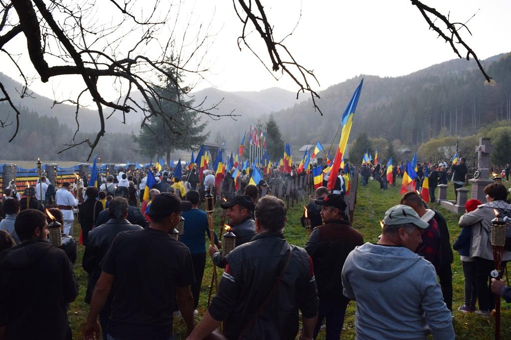 Úzvölgye: a temetőgyalázó huligánokat tüntették ki a románok