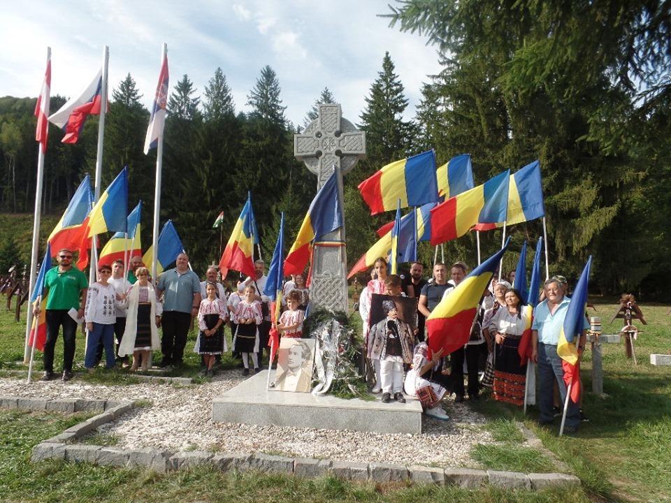 Koszorúztak és fáklyás megemlékezést terveznek román szervezetek az úzvölgyi temetőben