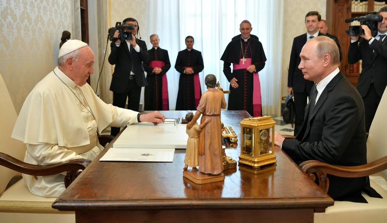 Ferenc pápát is meglátogatta az orosz államfő | Fotó: Iliya Pitalev / Sputnik