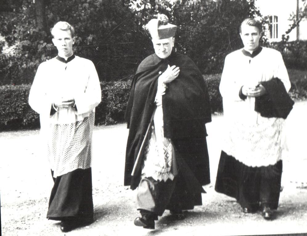 Püspöki ornátusban | Fotó: Nagy Mihály Zoltán közlése