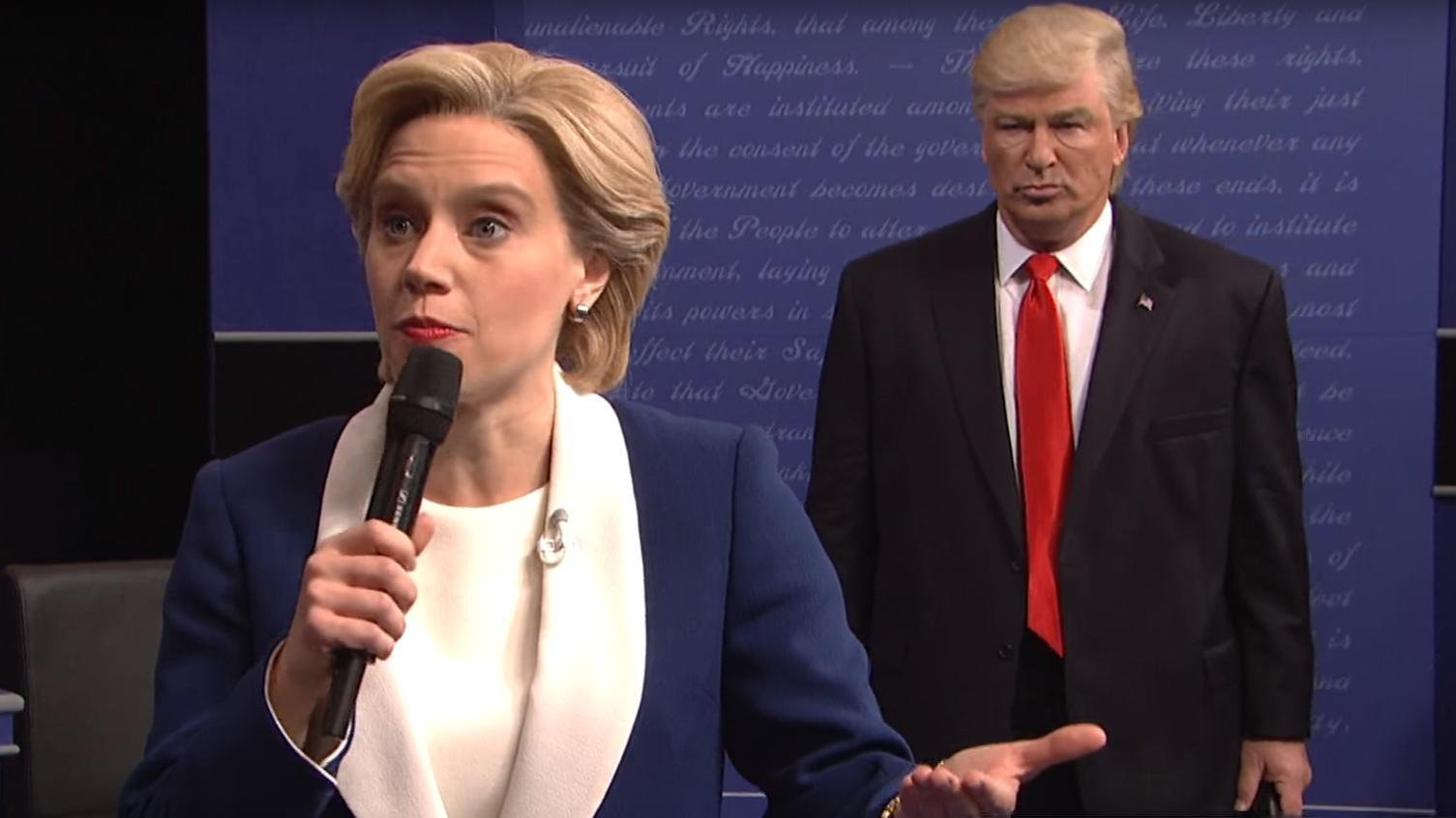 Kate McKinnon Hillary Clintont és Alec Baldwin Donald Trumpot alakítja a Saturday Night Live-ban   Fotó: independent.co.uk