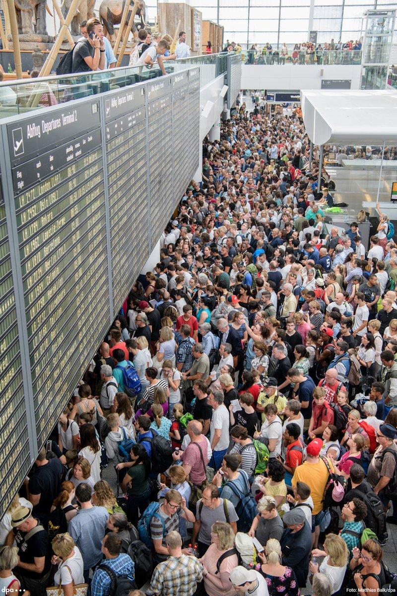 Egy 40 éves nő okozott káosz szombaton a müncheni reptéren 33d733d291