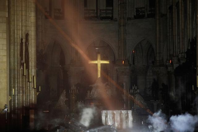 Képek a Notre-Dame belsejéből