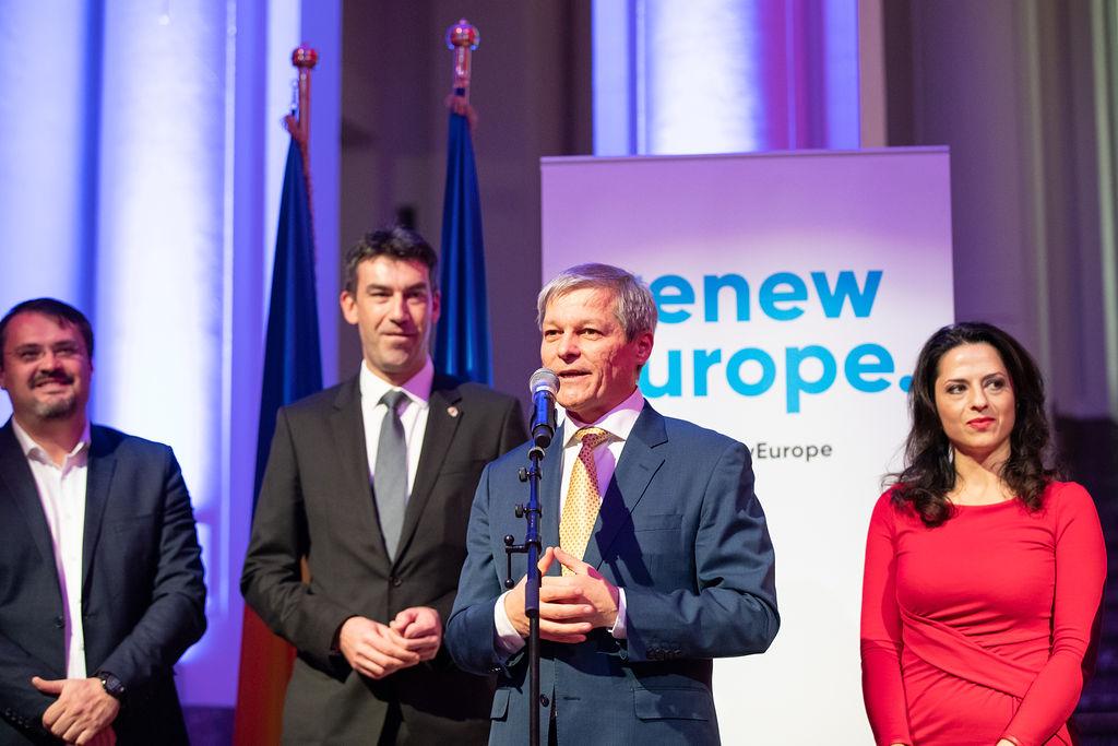 Cioloș marad a PLUS elnöke