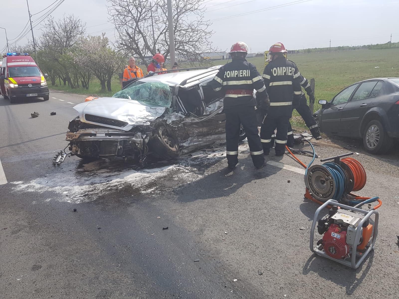 Három gépkocsi ütközött össze Nagyváradon, hárman kórházba kerültek