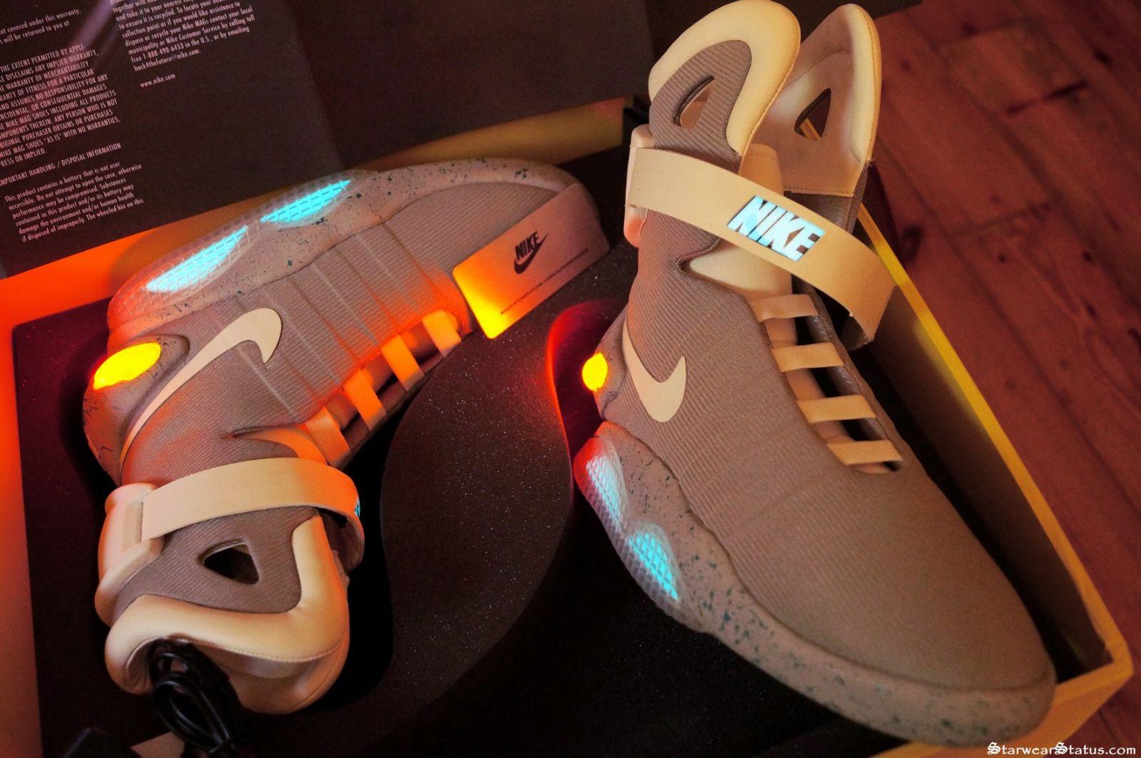 3c82fcb8e103 Csillagászati összeget fizettek egy Nike önbefűzős cipőért