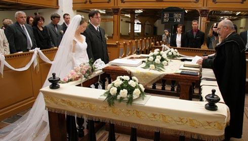 09658ed75e Szabó Ödön a maszol.ro-nak elmondta: tervezete mellett szól, hogy  tehermentesíti az államot, emeli az egyházi házasságkötési szertartás  rangját és ...