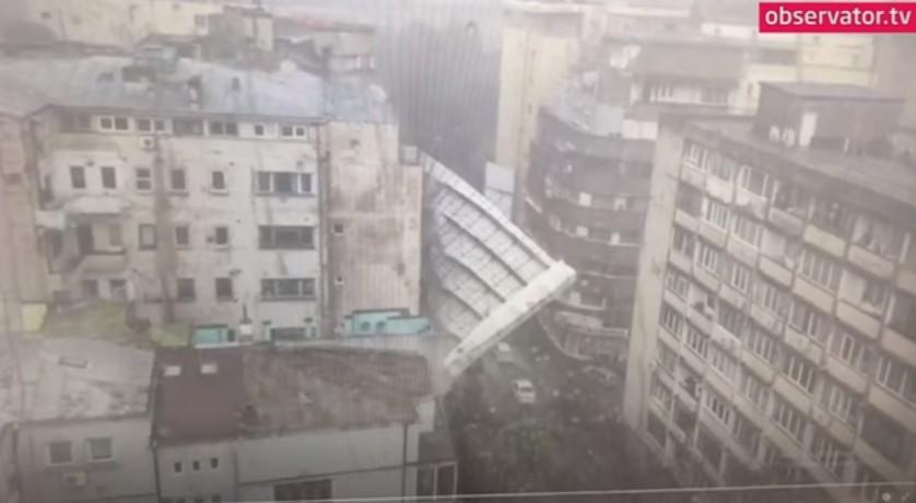 Viharkárok országszerte: egy építkezési állvány kártyavárként omlott le (videó)