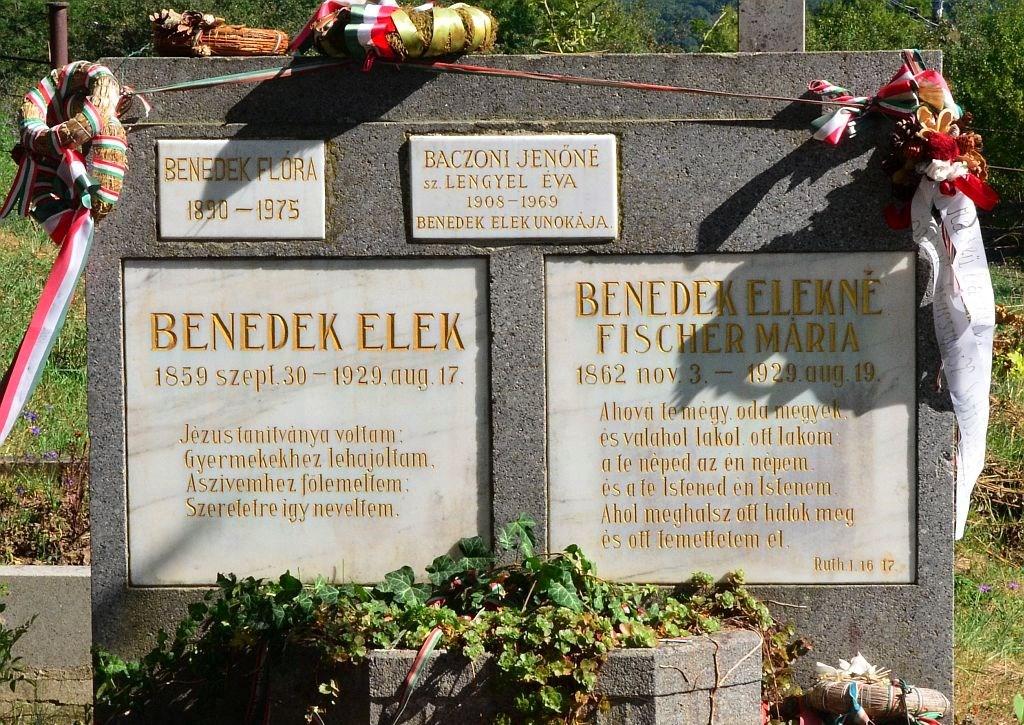 Benedek Elek és felesége sírja a kisbaconi temetőben